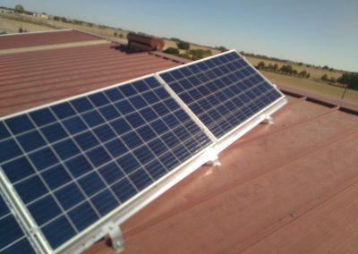 Instalación fotovoltaica aislada en nave agraria